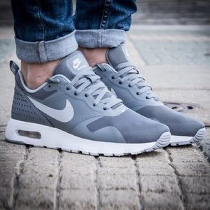 NIKE AIR MAX TAVAS COOL GREY SHOES WOMENS SIZE 8